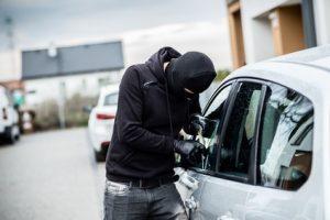 Was passiert, wenn mein Fahrzeug am Flughafen gestohlen oder beschädigt wird?